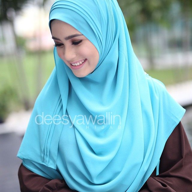 Rumaisa Pleated Shawl Code : DHRPS 007 ( turquoise ) Price : RM55 (exc postage) Material : Georgette Chiffon Approximately : 1.8 mtr x 28 inch Rectangle Shape For online purchase, kindly PM us on facebook : Closet Heart Official or email us : closetheartshop@gmail.com. Tq emoji #rumaisa #rumaisashawl #wideshawl #chiffon #pleated #pleatedshawl #selendang #lensaroy