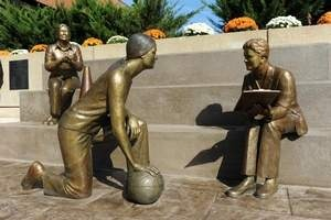 The University of Tennessee Martin on Saturday unveiled statues honoring former coach Nadine Gearin, retired women's athletic director Bettye Giles and former UT Martin player and UT Knoxville women's basketball coach Pat Summitt.