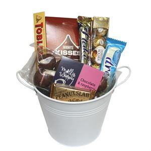 Alcohol-Free Gifts • Chocolate Lover | http://www.flyingflowers.co.nz/chocolate-lover-2