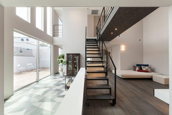 室内の渡り廊下で空間の広がりを作る家 横浜 神奈川 の注文住宅