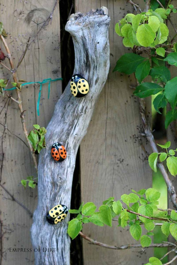 How to paint garden art rocks and stones. Fun way to make some garden art. These ladybugs are a good project for kids.