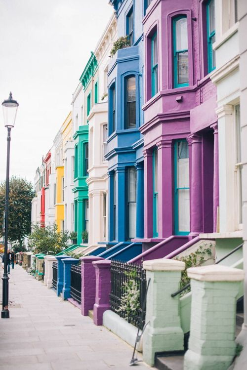 London Itinerary Ideas :: The colorful homes of Notting Hill