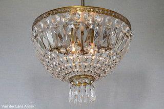 Plafonniere met kristallen 25985 bij Van der Lans Antiek. Meer kristallen lampen op www.lansantiek.com