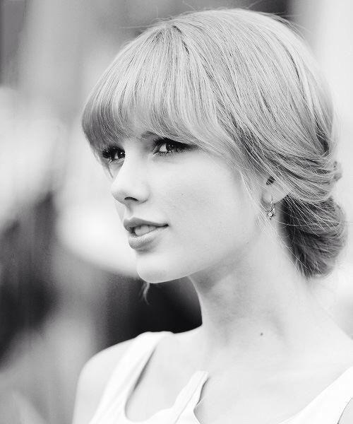 Taylor Swift -  ENFJ Taylor, like many ENFJ's, is an extreme hugger.