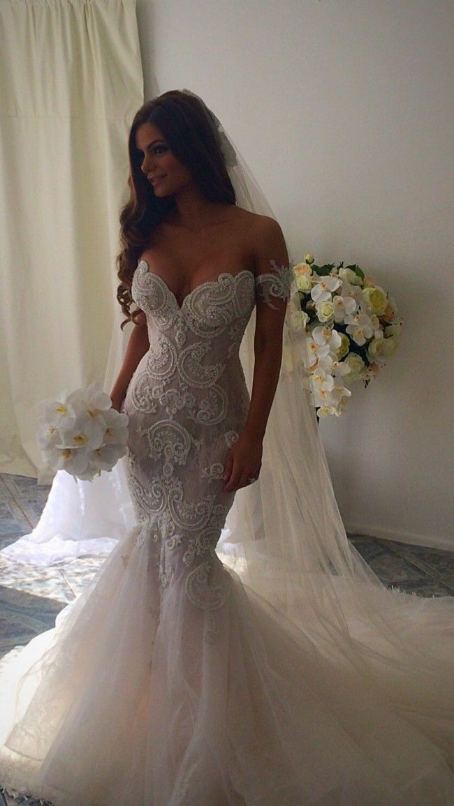 Steven khalil size 6 wedding dress beautiful lace for Steven khalil mermaid wedding dress