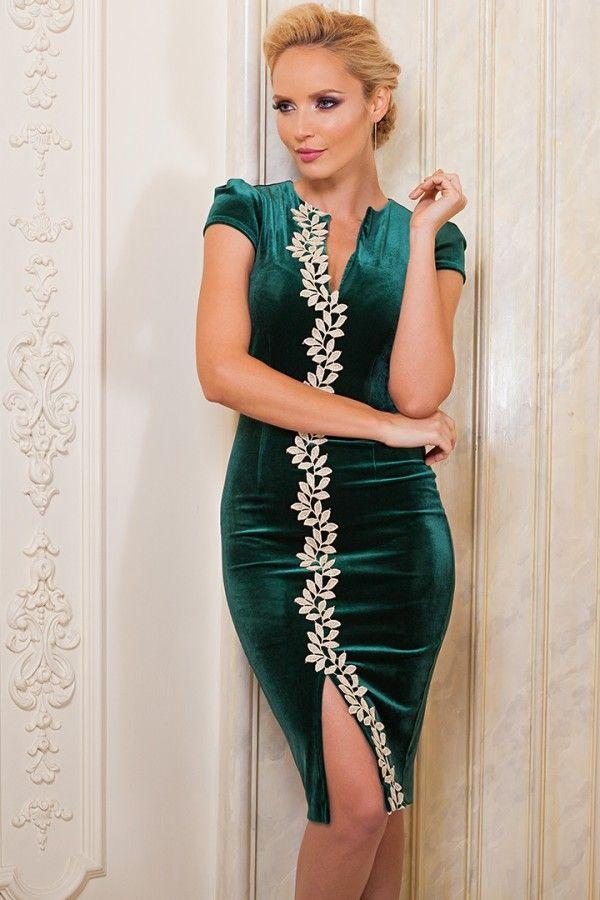 £: Abito verde in velluto - ricamo dorato sul davanti - piccolo spacco - ABITI - Abbigliamento » Moda Mania