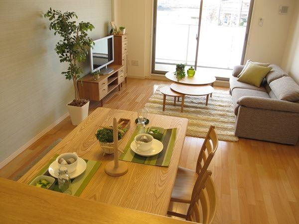 ナラ タモ無垢材を使用した家具でナチュラルコーディネート事例をご紹介 リビング インテリア リビングダイニング レイアウト 12畳 リビングダイニング レイアウト