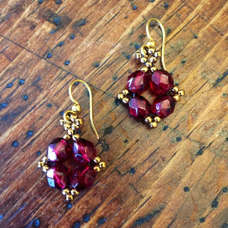 Bringing back my classic vintage-inspired design!  I make them in every color imaginable, and the price is right for gifting!! Link in bio to place your order! ☺️ #gift #earrings #garnetearrings #rubyred #dangleearrings #vintagy #hancrafted #jewelry #perfectgift #jewelrylover #jewelryaddict #perfectgift #redearrings #vintagelook #vintagestyle