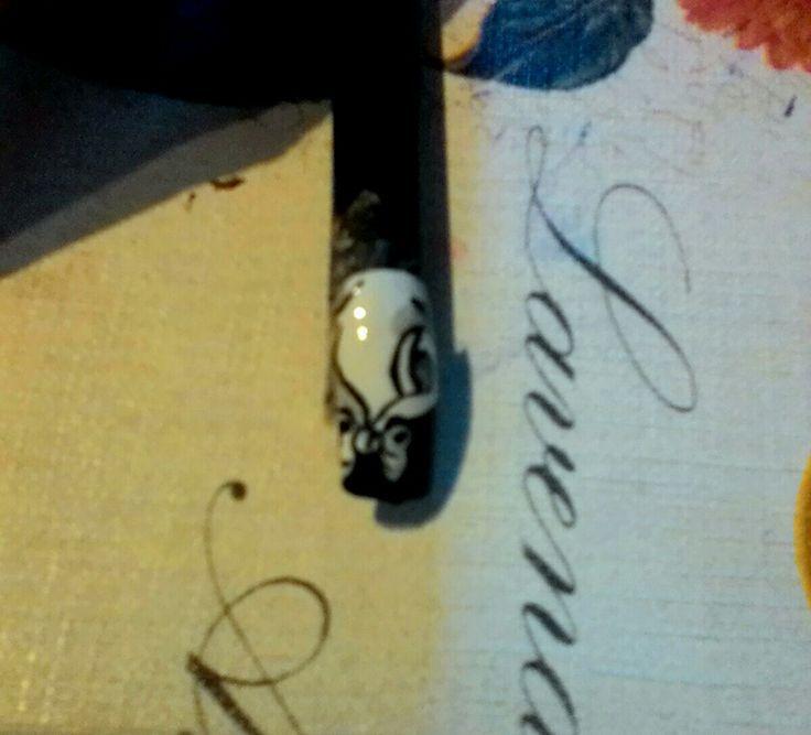 Impacchettiamo l' unghia con una Nail art à forma di fiocco http://www.facebook.com/verynailscreations