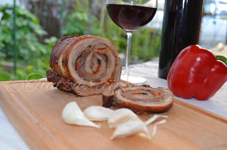 Pork roulade https://tiutza.recipes/retete-cu-carne/retete-porc/rulada-din-piept-de-porc-cu-file-de-ansoa/