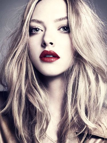 She knows how to rock those crimson lips!