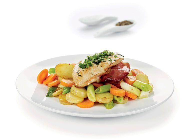 En smakfull og mager hverdagsrett som nytes med råstekte poteter og grønnsaker som tilbehør.