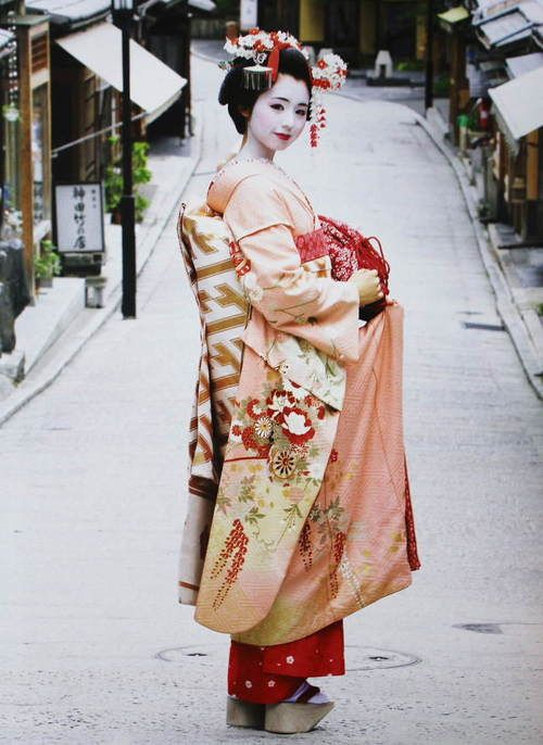 "Maiko./ Maiko is own hair style hair./ ""Obimusubi"" is ""Darari"". / shoes of Maiko are 10cm-high ""Okobo"" / ""Maiko"" attaches a gorgeous ""Hana-Kanzashi"" to the hair, and the kimono is gorgeous."