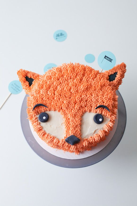 This would be perfect for Xavi's 1st birthday!! DIY Furry Fox Cake Tutorial - perfect for a winter birthday party!