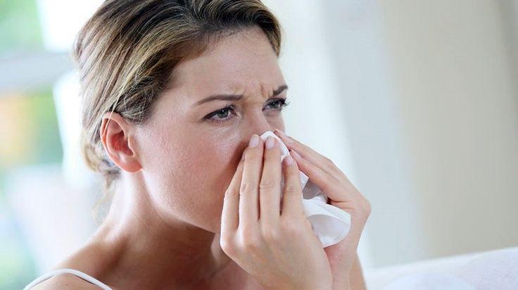 Az akár falvédők, szekrények mögött megbúvó penész allergiás tüneteket okozhat