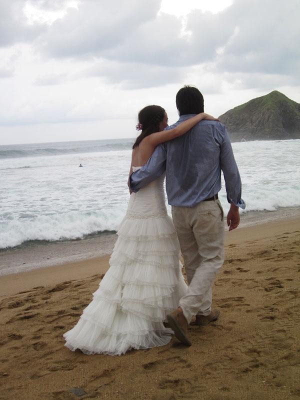 Beach Wedding in Zipolite Mexico  Photos by Tina Winterlik © 2012
