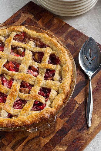 Mom's Famous Strawberry Rhubarb Pie -- The best strawberry rhubarb pie you will…