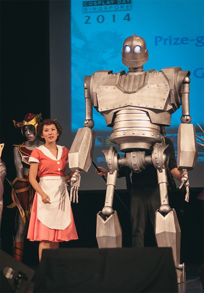 Giant Iron Giant puppet at the 2014 Singapore Cosplay Day, click through for a video and more!