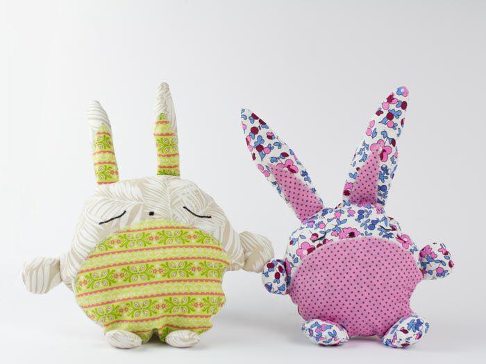 Nastja von DIY Eule zeigt Dir heute, wie Du dieses knuffige Hasenkuscheltier nähen kannst. Ein tolles Projekt für die Stoffrestekiste und Deiner Fantasie sind bei der Gestaltung keine Grenzen gesetzt.