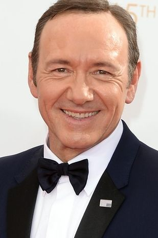 Kevin Spacey - 2013 Emmy Awards - LOVE the upside down flag pin for House of Cards!