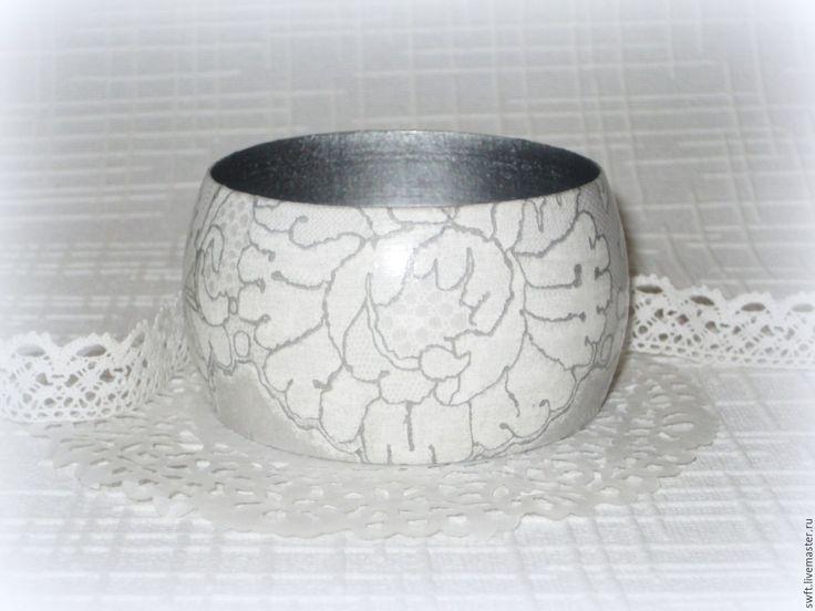 Купить Женский деревянный браслет Белое кружево на сером. Дерево, декупаж - женский браслет