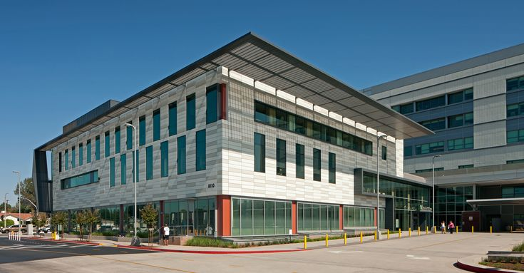 The Panorama City Medical Center South Specialty Medical Office Buildingwas conceived as a pavilion in the landscape and is sited to create an intimate exterior courtyard between it and the adjacent hospital building. A three-story urban porch and a two-story glazed atrium provide access into and through the building; the atrium provides physical connections to the hospital. The clinical program and public spaces are defined within a simple rectilinear plan,