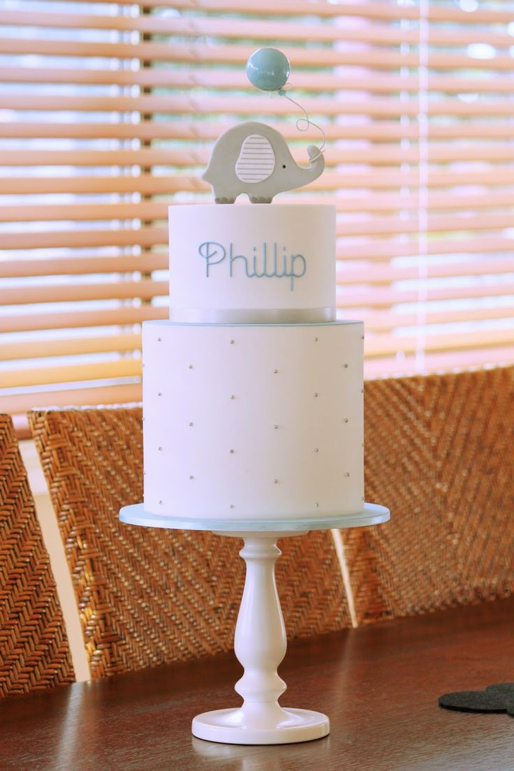 If my friend has a boy, this would make the perfect baby shower cake.