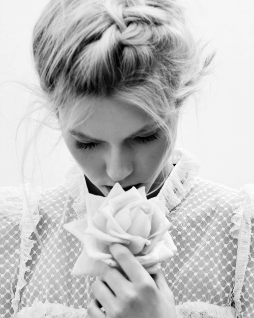 braidFrench Braids, White Rose, Style, Tops Braids, Fashion Photography, Beautiful Photography, Hair, Black, Photography Inspiration