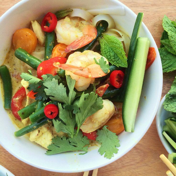 Low FODMAP Chicken & Prawn Curry Laksa