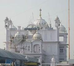 The Gurudwara Bir Baba Budha Sahib is located in the village of Thatta, which is just 20 km south of Amritsar. This Gurudwara was constructed to memorize Baba Budha, who was a respected Sikh Saint  Inside the Gurudwara, the holy book of Sikhism, Guru Granth Sahib is kept on a canopied seat of white marble. Towards the north of the hall, there is a server, which covers an area of 70 sq. http://www.funtraveldeals.com/amritsar/