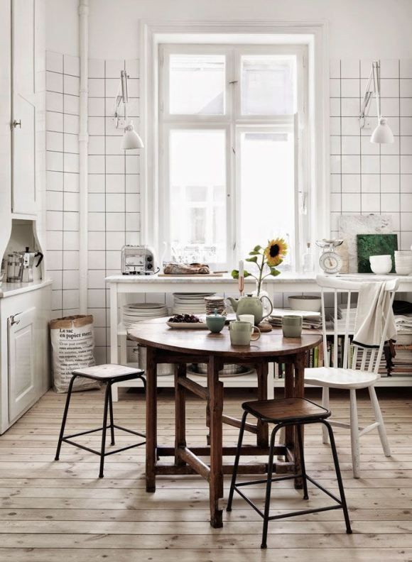 .Love this rustic kitchen!