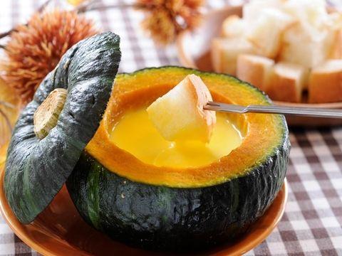 かぼちゃの甘みがとろけ出す♡坊ちゃんカボチャを器に使ったチーズフォンデュ♪