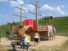 GNIEWINO ATRAKCJE DLA DZIECI KASZUBY plac zabaw Dinozaury park linowy mini golf Kaszubskie Oko