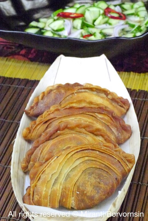 Karipap Gai — Thai Curry Puff with Curry Chicken and Potato
