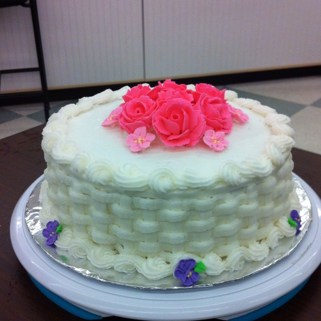 Wilton Cake Decorating Icing Flowers : 38 best images about royal icing cake ideas on Pinterest ...