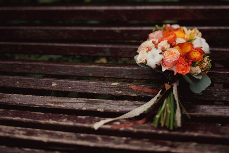 Autumn wedding bouquet #orange #ranunculus  Накануне осени: свадьба Марины и Михаила weddywood.ru