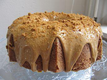 Vorige maand was mijn vader jarig en toen bakte ik een cake met speculoospasta en koffieleutjes. De cake viel zo goed in de smaak dat ik hem nog een keer heb gebakken en vandaag het recept met jullie deel. Voor de cake heb je nodig:( 12 tot 16 personen) 250 gram ongezouten boter op kamertemperatuur…