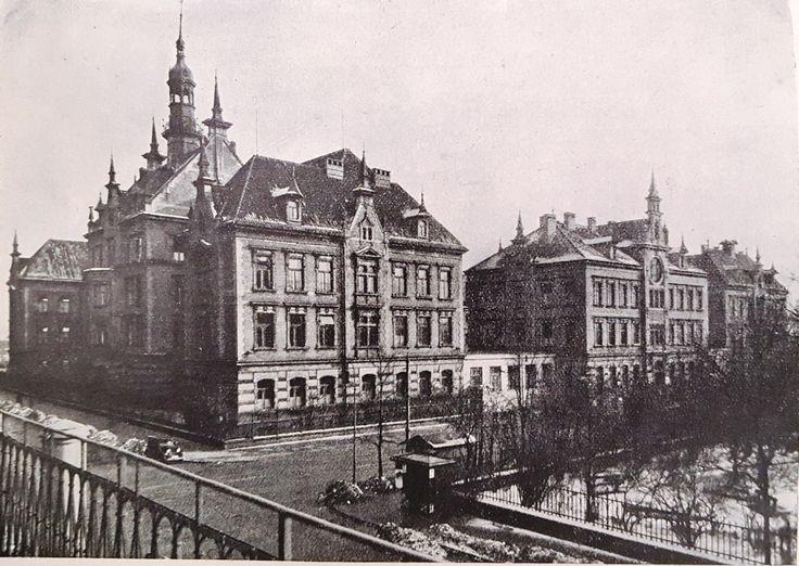 Czech Children's Hospital in Prague (1936). Opened in 1902, it was a private voluntary hospital run by a charitable trust. The number of beds in 1936 was 354.  Source: Spolek Česká dětská nemocnice v Praze, Výroční zpráva spolková a České dětské nemocnice v Praze (Praha: 1937)