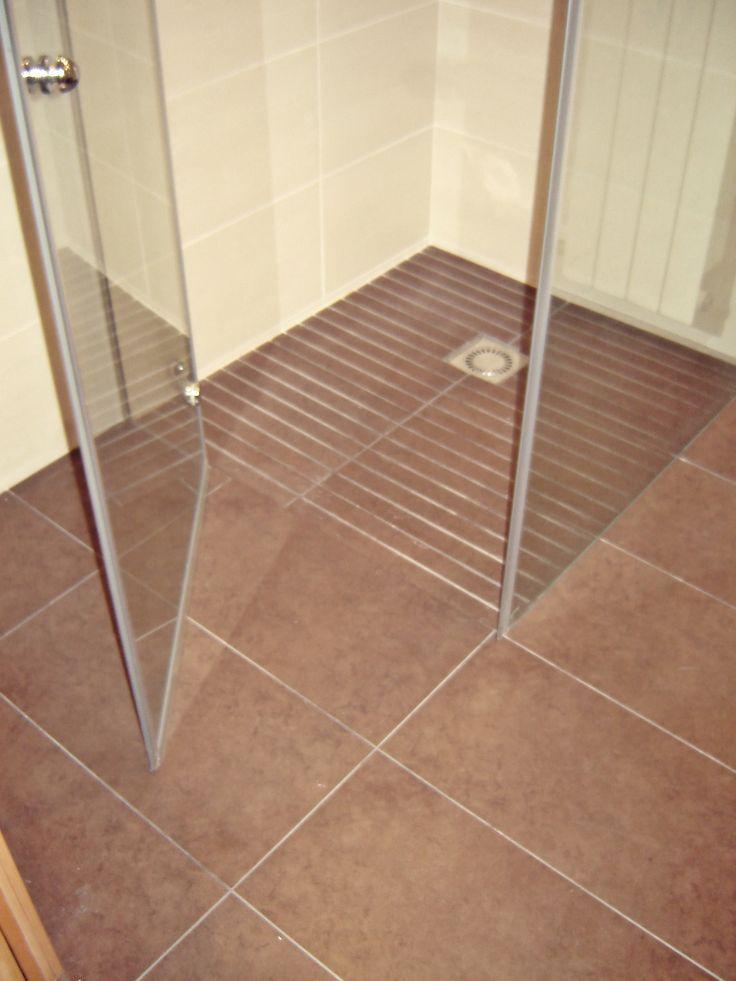 Plato de ducha realizado en el mismo pavimento con gres - Gres para banos ...