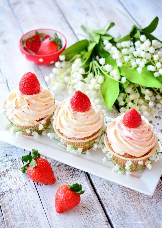 http://www.pinksugar-kessy.de/2014/03/sunday-morning-erdbeer-cupcakes.html