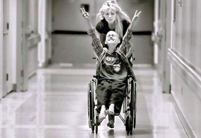 Серия снимков Рене Баера, посвященных матери одиночке и её сыну, проигрывающих в борьбе с раком (2007)