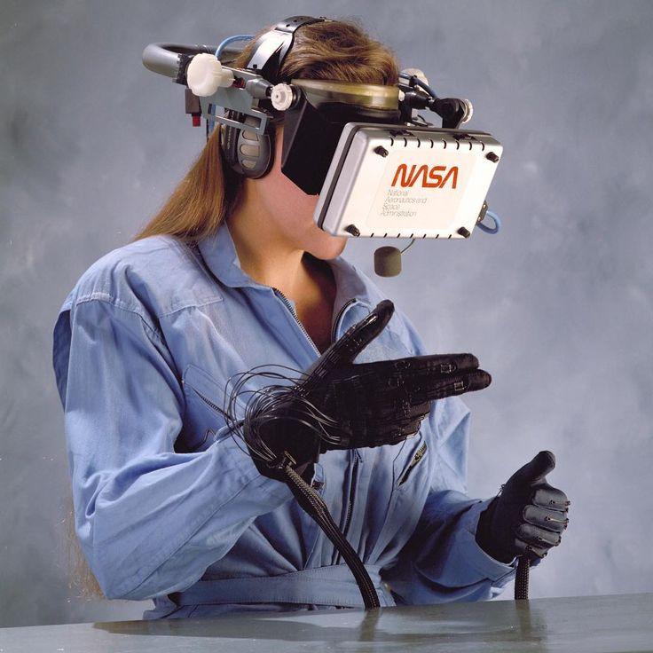 neontalk☄🌌 1989. NASA's Virtual Visual Environment Display (VIVED).