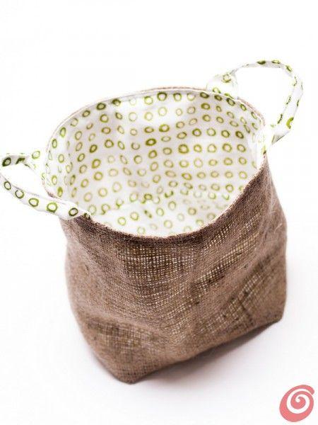 http://www.casaetrend.it/articles/idee-fai-da-te/1574/un-sacchetto-di-stoffa-multiuso/ Idee fai da te :: Un sacchetto di stoffa multiuso
