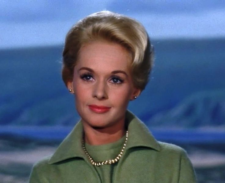 Tippi Hedren - The Birds (1963). No matter how many times I see it, this movie still gives me chills!