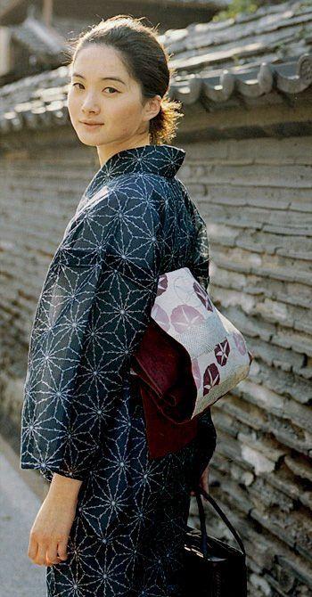 Wearing kimono/yukata with hemp-leaf pattern. Japan