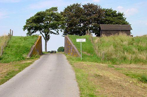 Dijkcoupure Nieuw Statenzijl De coupure geeft toegang tot de achter de dijk gelegen Reiderwolderpolder.
