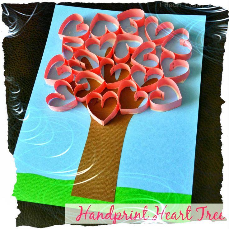 Soy Preescolar: #Ideas para #Febrero  Con el brazo de tu pequeño alumno como molde y unos cuantos corazones del papel de tu preferencia, pueden realizar un árbol para regalarle mañana a papá y mamá. Lindo, ¿cierto? ツ  #Amistad #Preescolar; #Manualidades para la #Escuela