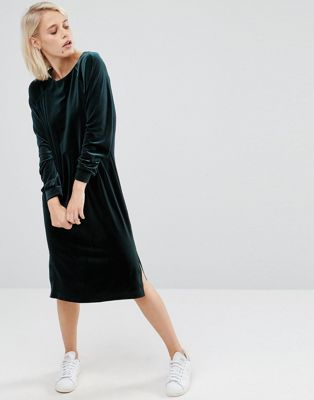 Прямое бархатное платье с длинными рукавами ASOS