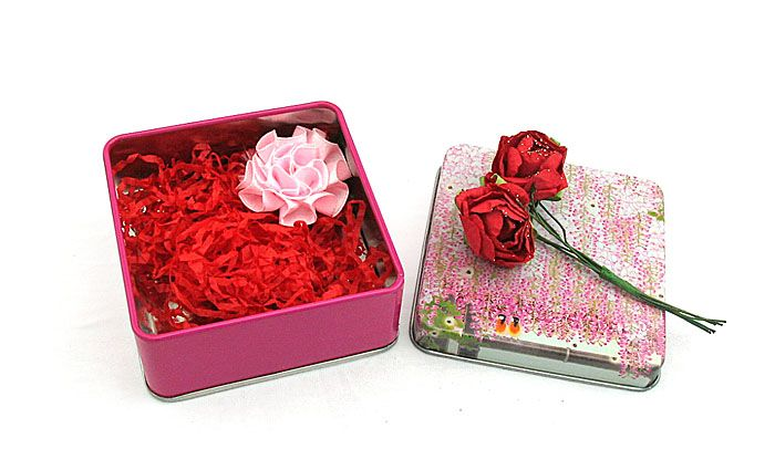 Compare with most large candy tin box, most people refer to the small candy tin box as it is handy, exquisite and attractive. They often print their words on the surface to express one certain feeling to their friends, families or colleagues. This small square candy tin box is popular for its high quality based on cheap price.