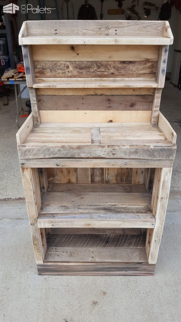 #Garden, #Outdoors, #RecyclingWoodPallets I made this Back Porch Pallet Gardeners Hutch from 100% pallet wood. I needed a place to do my potting and plant trimming, as well as outdoor storage and this fit the bill!  Back Porch Pallet Gardeners Hutch - create a cheerful work area for your